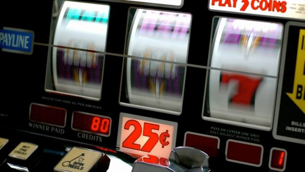 how do slot machines work in casinos